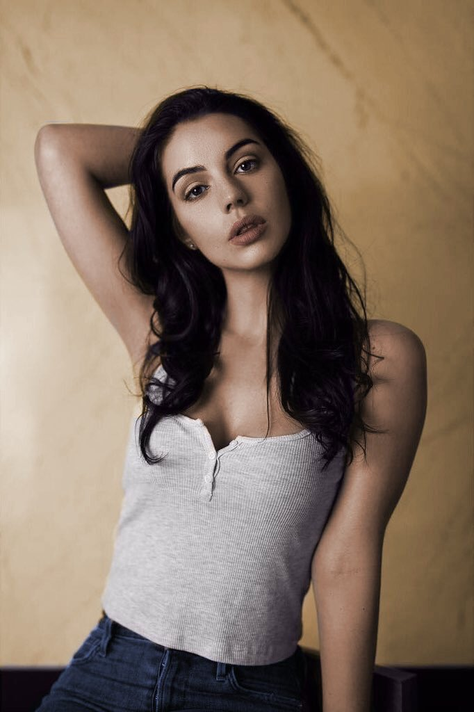 Adelaide Kane photo #788095
