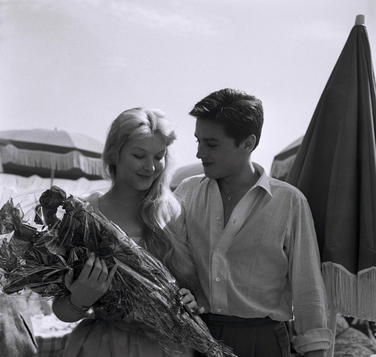 Alain Delon photo #379903