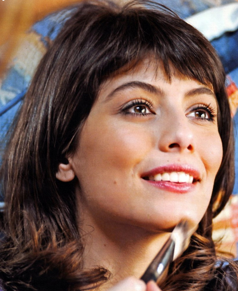 Alessandra Mastronardi photo gallery