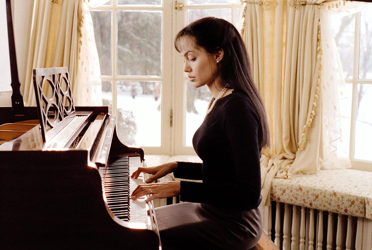 Анджелина джоли музыка