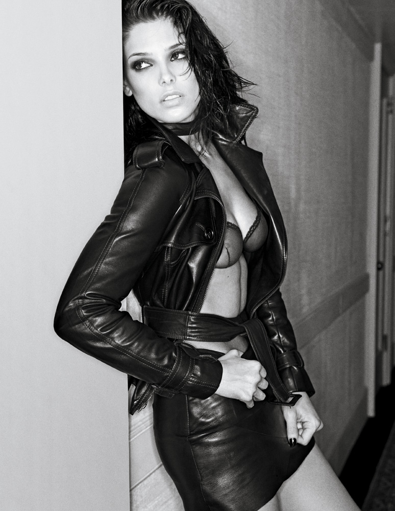 попали только красивые возбужденные девушки в кожаных сексуальных куртках фото наших ххх