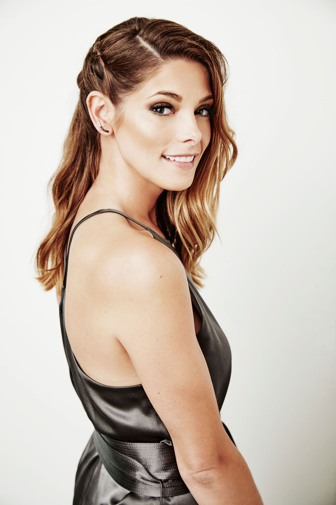 Ashley Greene photo ga...