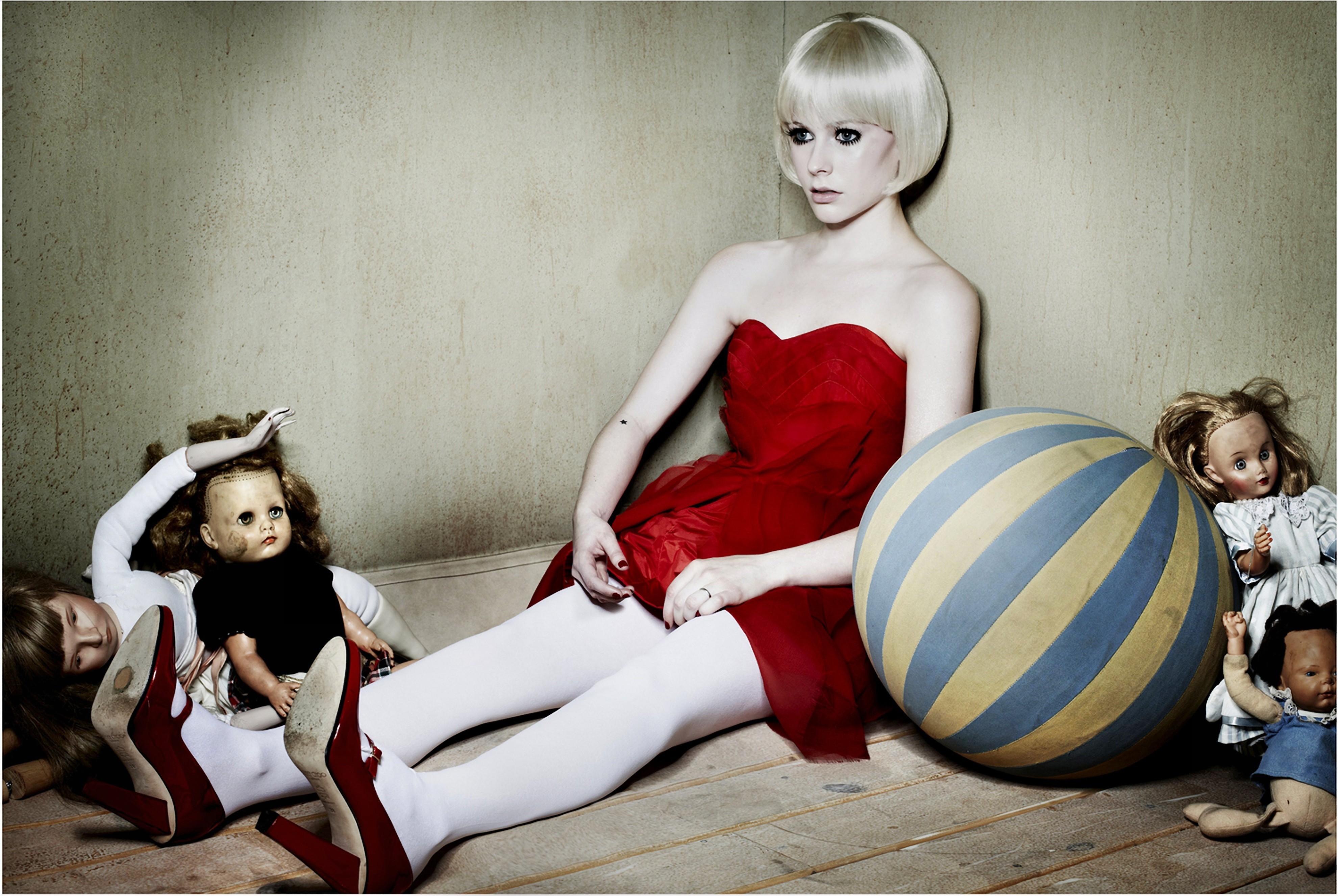 Фото девушек дома с игрушками 7 фотография