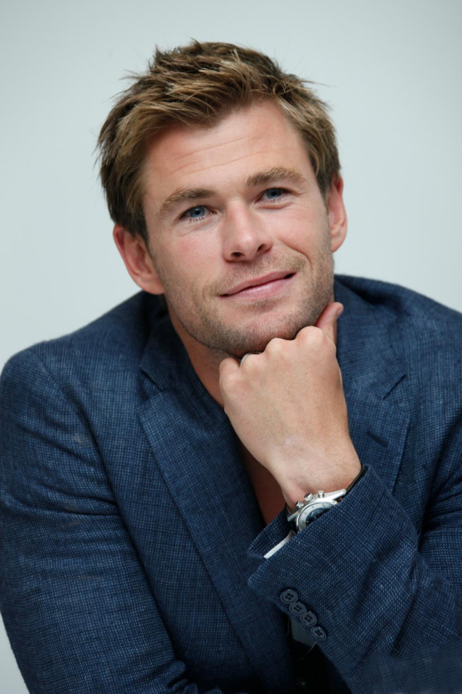 Chris Hemsworth photo ...