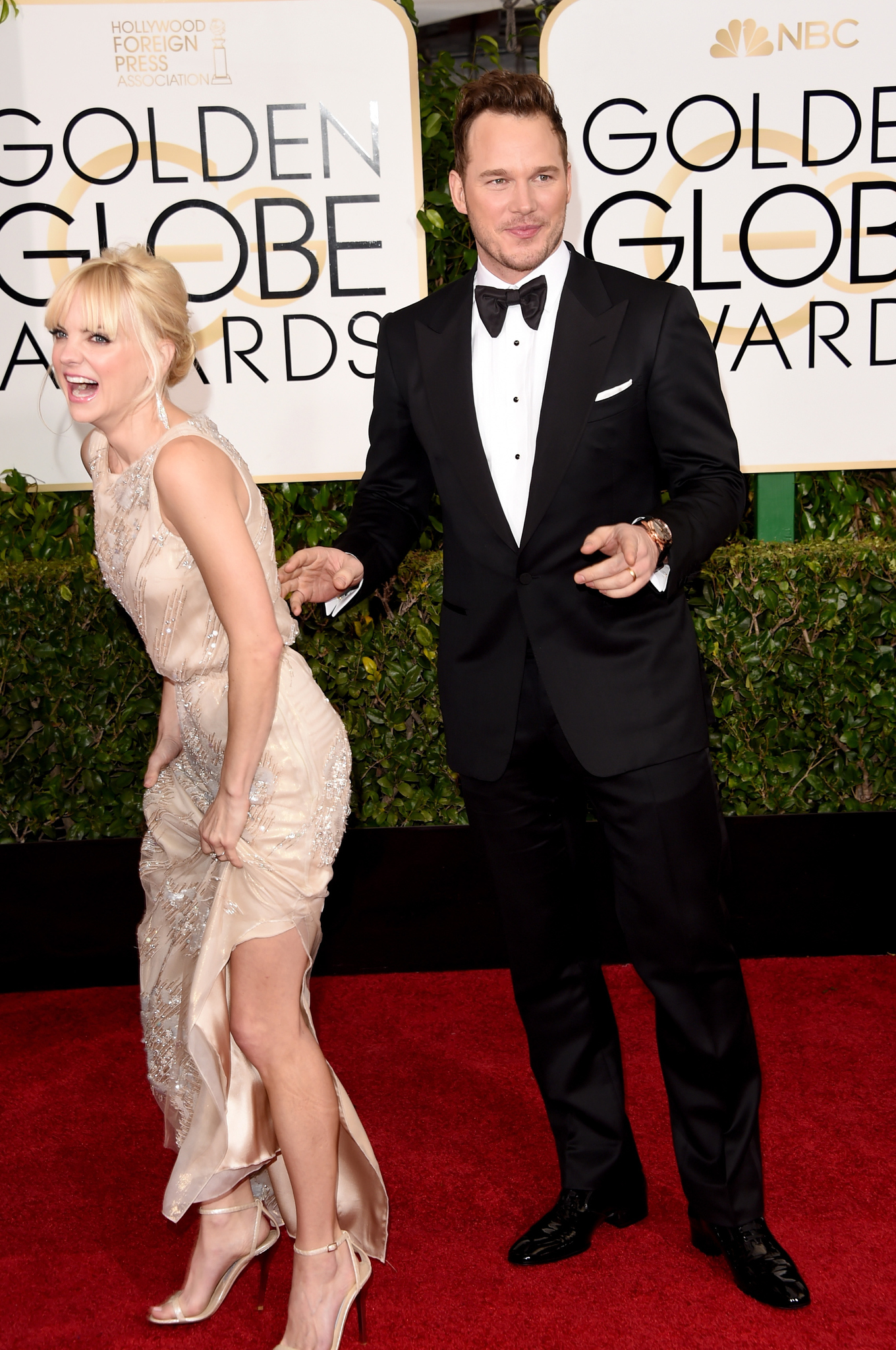 Anna Faris and Chris Pratt at event of 72nd Golden Globe Awards (2015) photo #489101