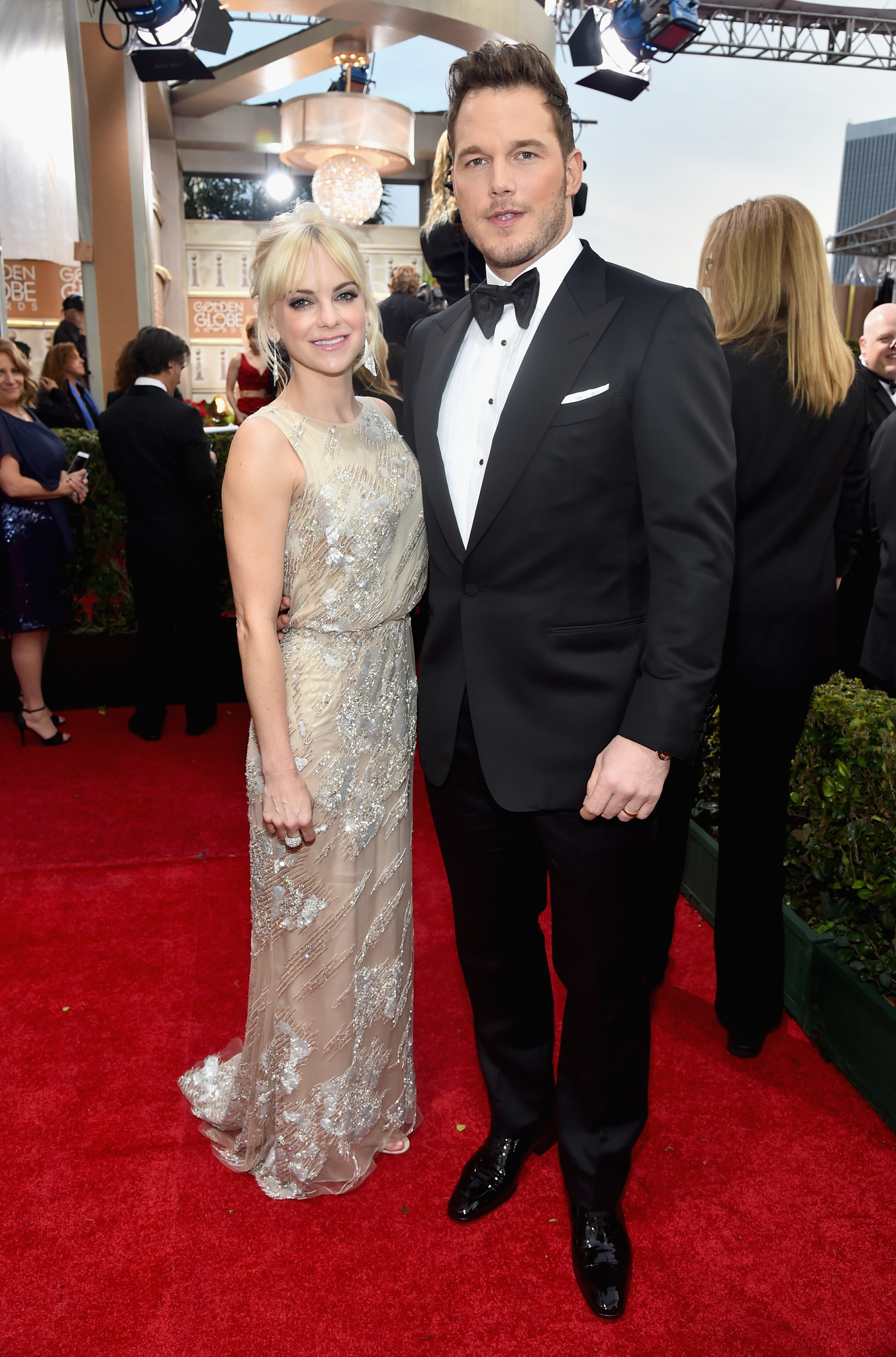 Anna Faris and Chris Pratt at event of 72nd Golden Globe Awards (2015) photo #489102