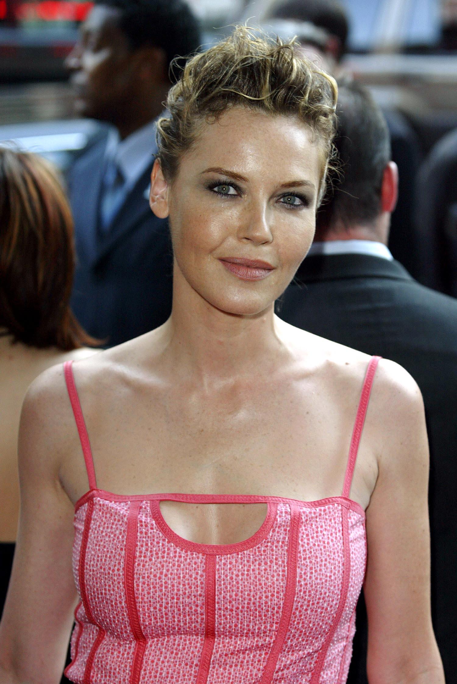 Scarlett johansson 2014 all full hot scenes latest - 1 part 4