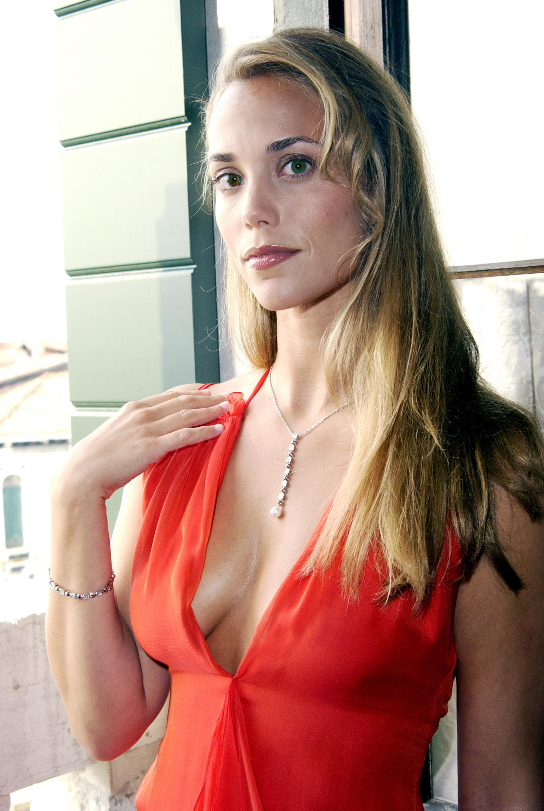 gallery Elizabeth berkley
