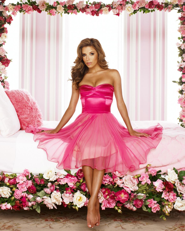 Девушка в розовом платье фото