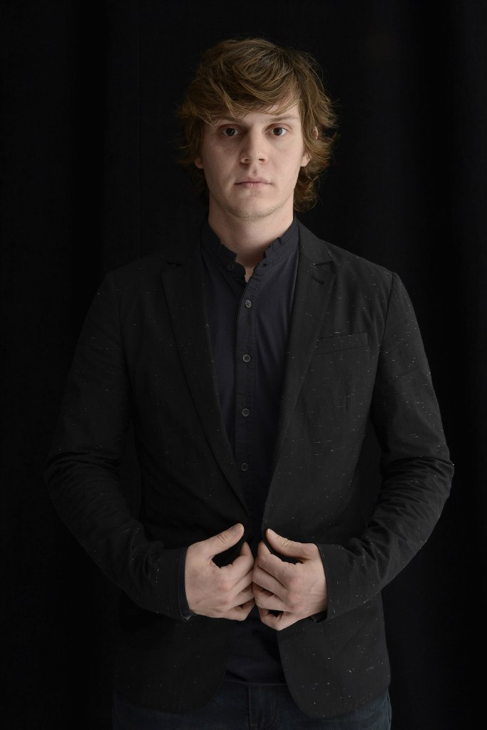 Evan Peters photo #593929