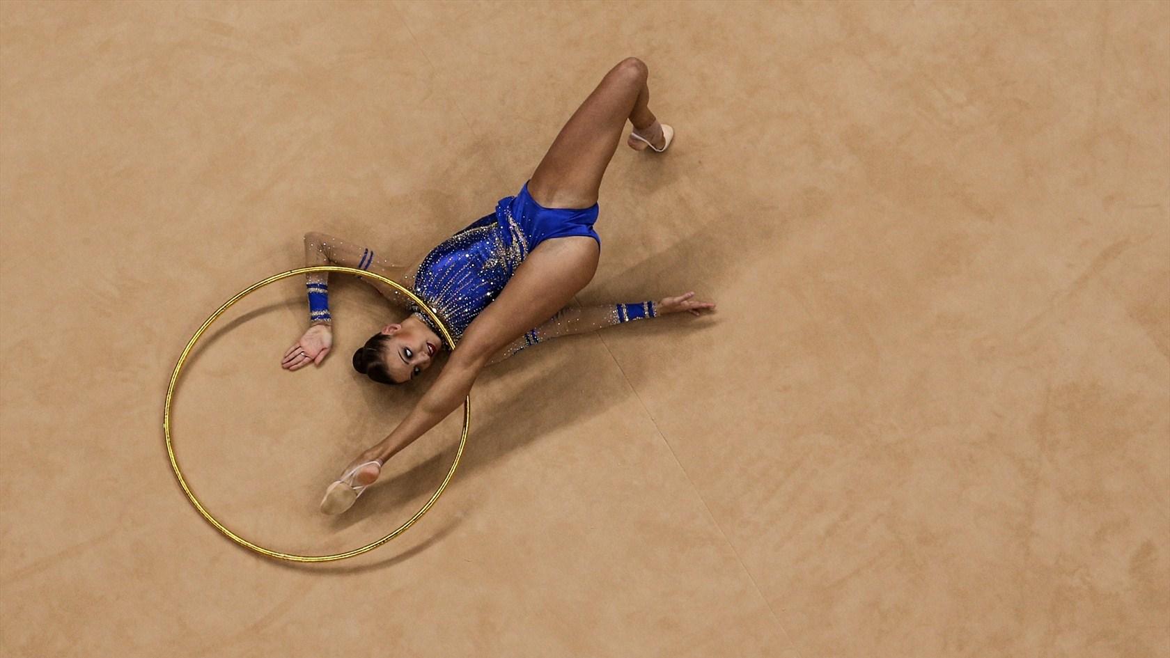 Голые гимнастки делают растяжки скачать мп4