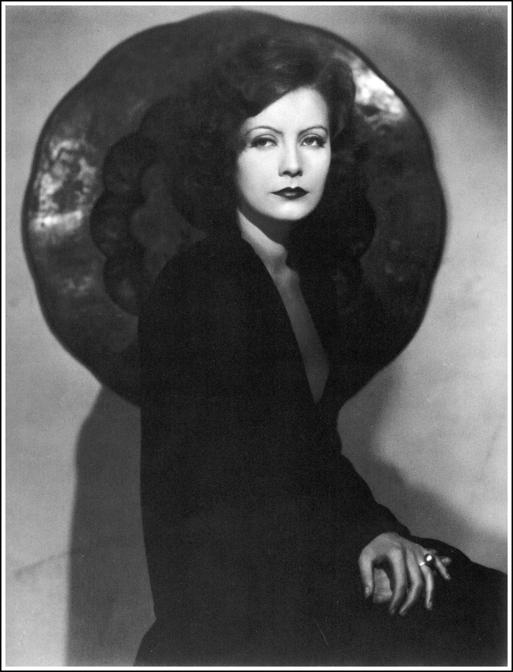 Greta Garbo photo #309344