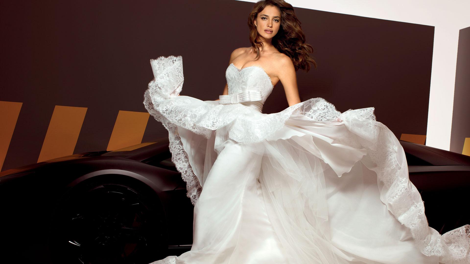 Девушки в свадебных платьях фото любительское