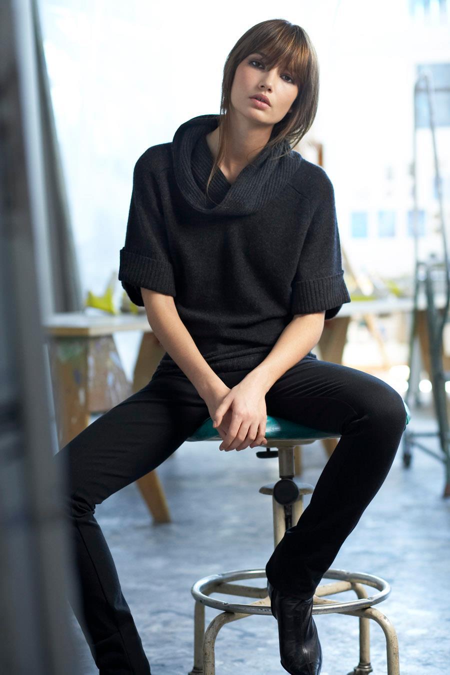 Lily Aldridge photo ga...