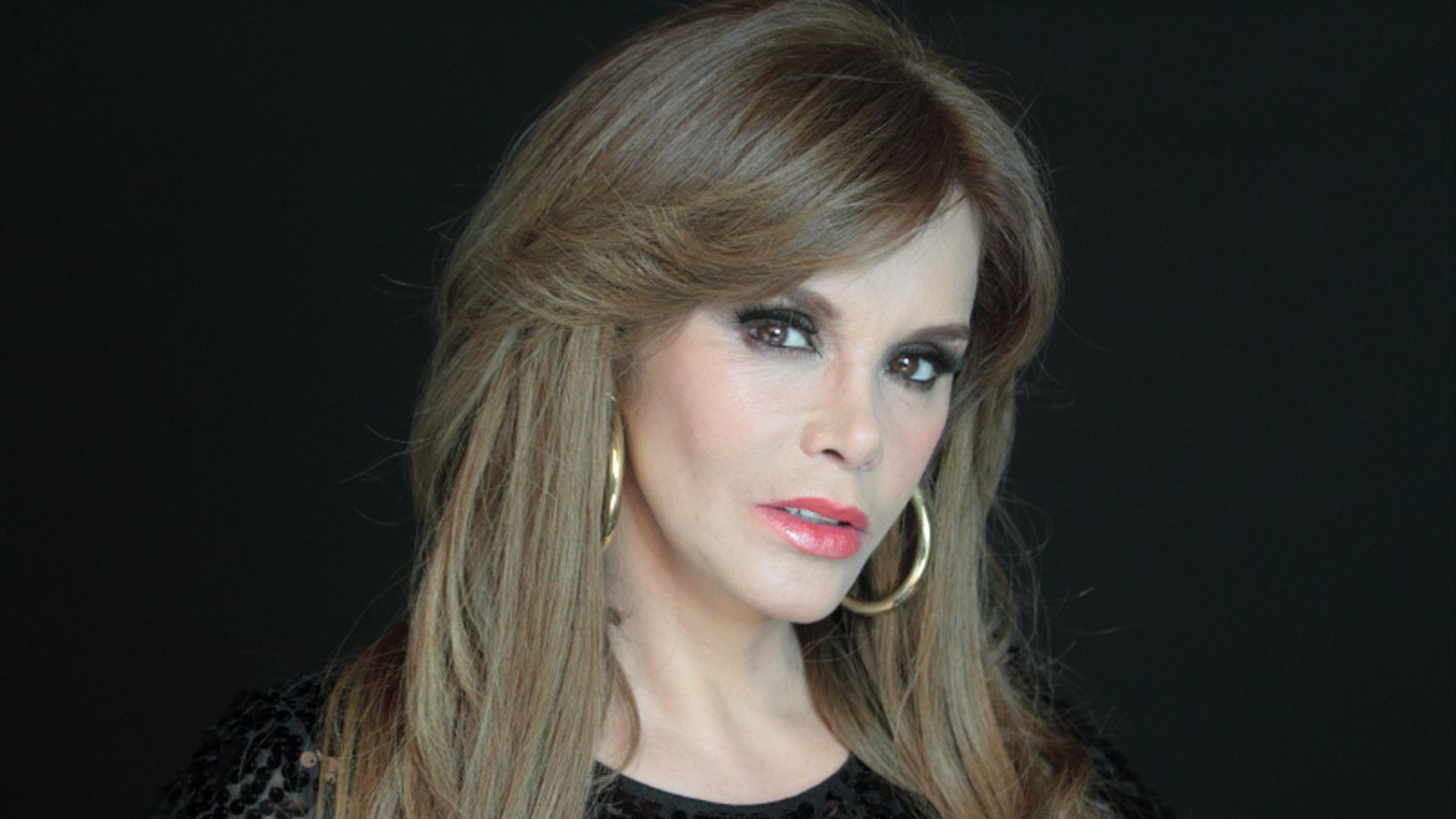 Lucia Mendez photo gal...