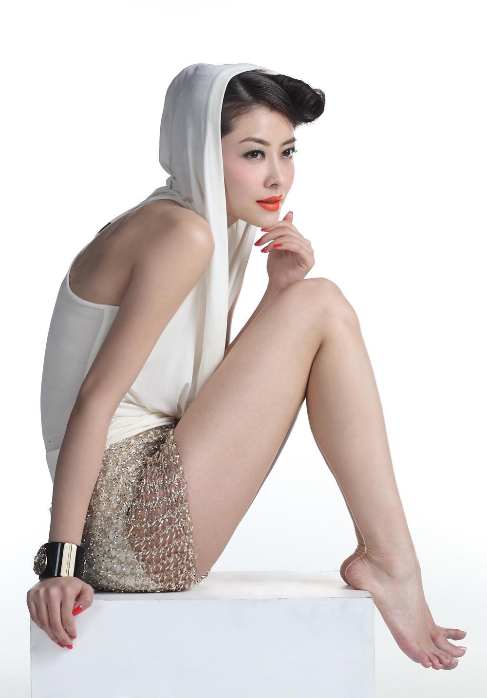 Lynn Hung Nude Photos 25