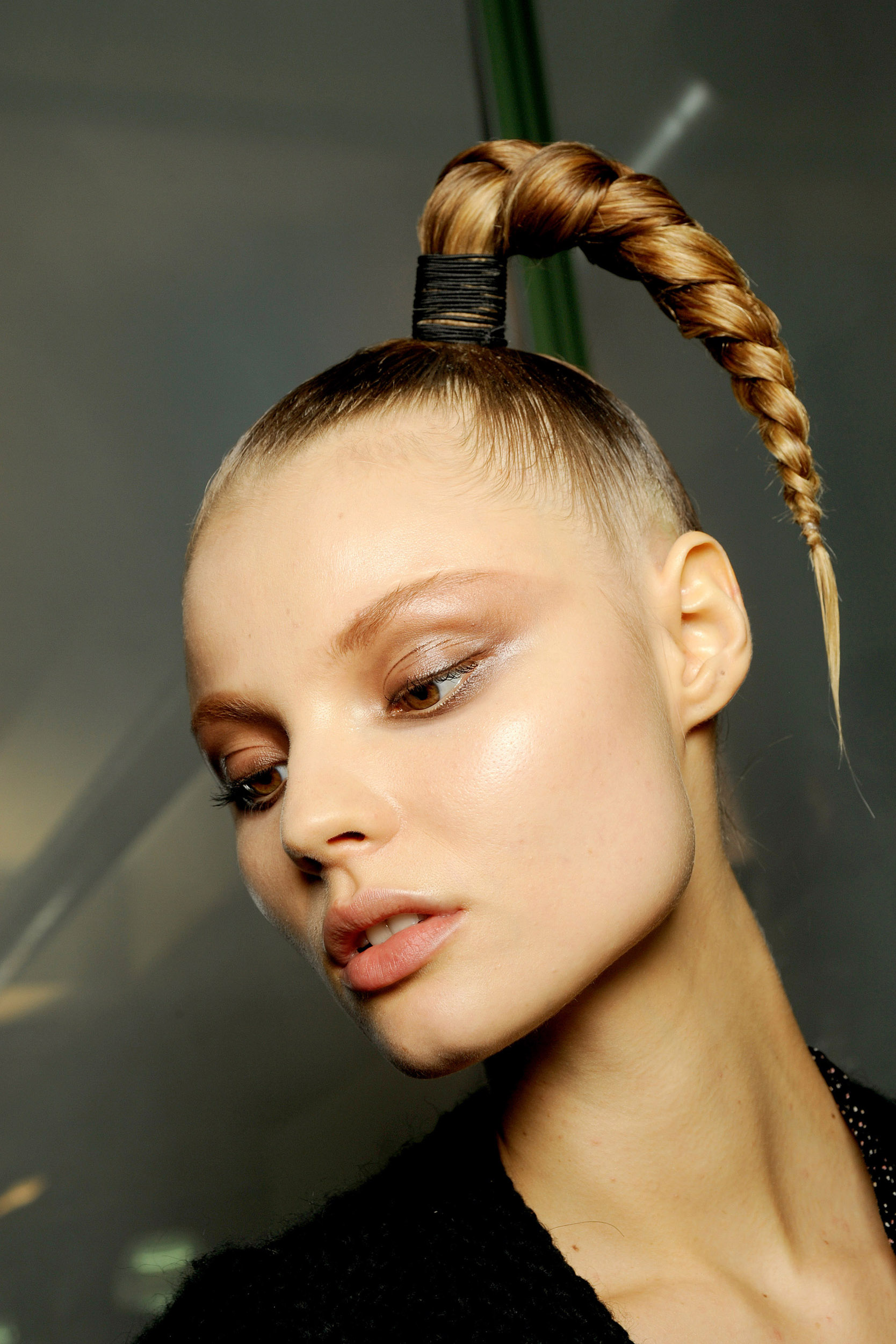 Прическа пальма из длинных волос
