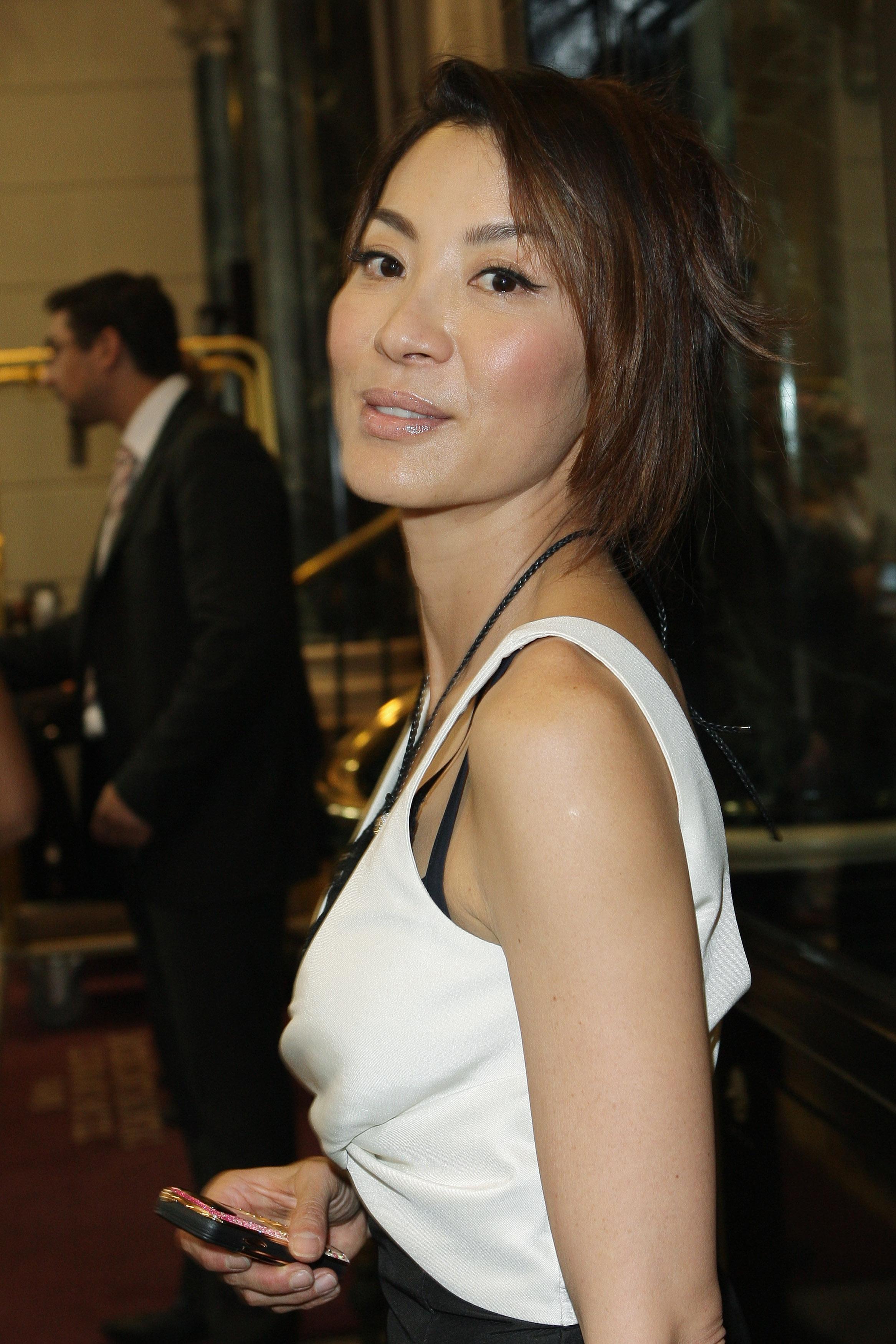 Michelle Yeoh photo gallery - 102 best Michelle Yeoh pics ...