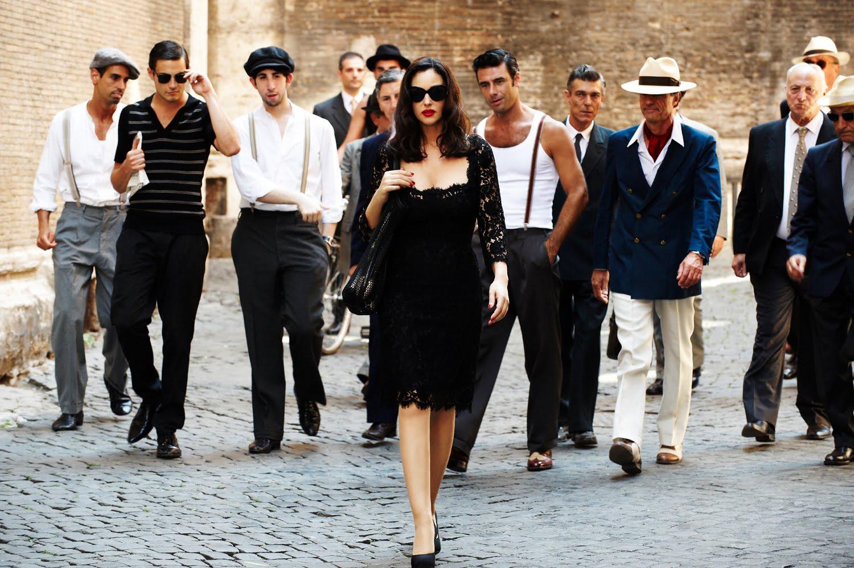Толпа мужиков и одна девочка 11 фотография