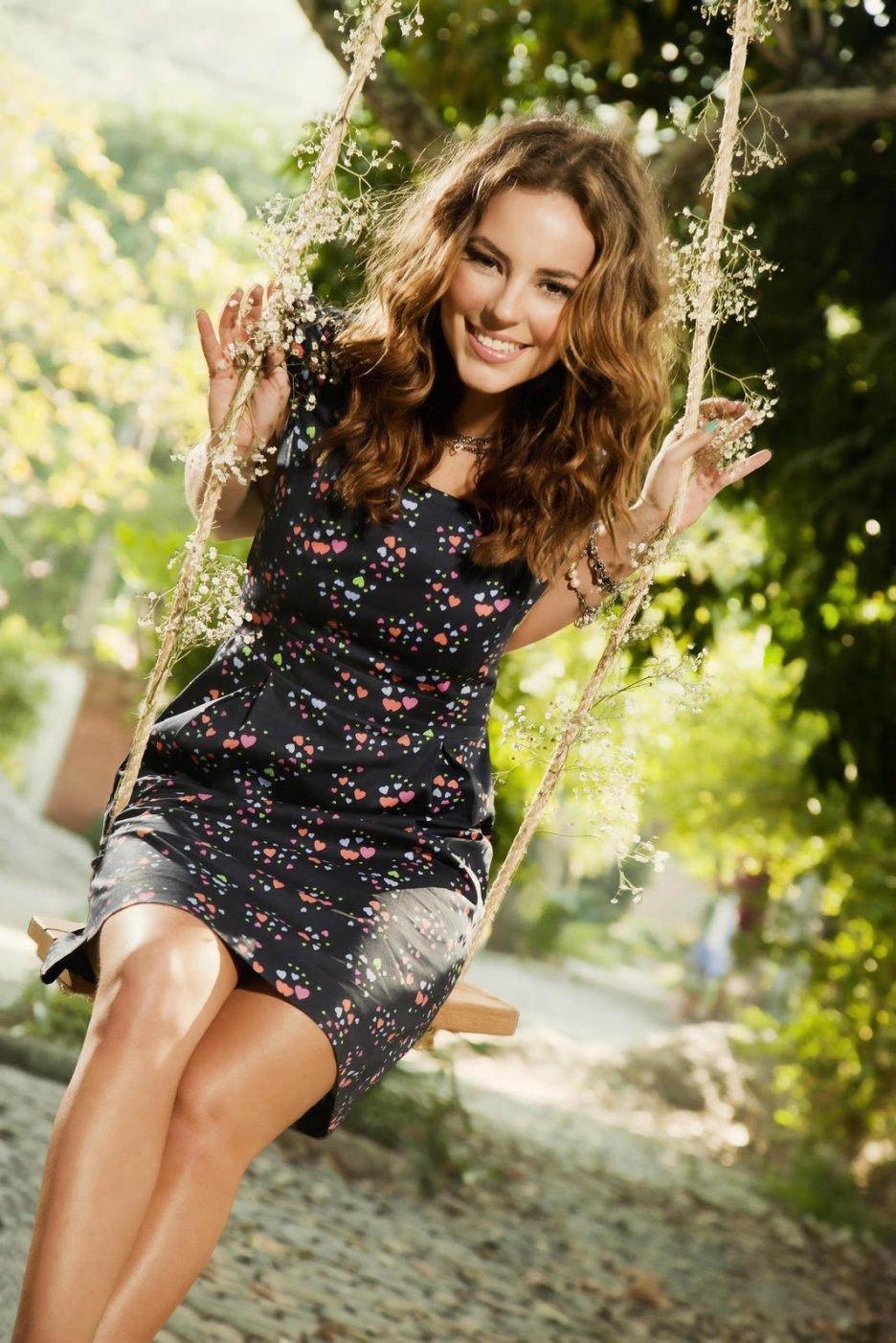 Paola Oliveira photo g... Jennifer Lawrence