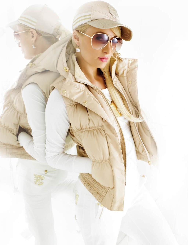 Фото на аву блондинка в кепке