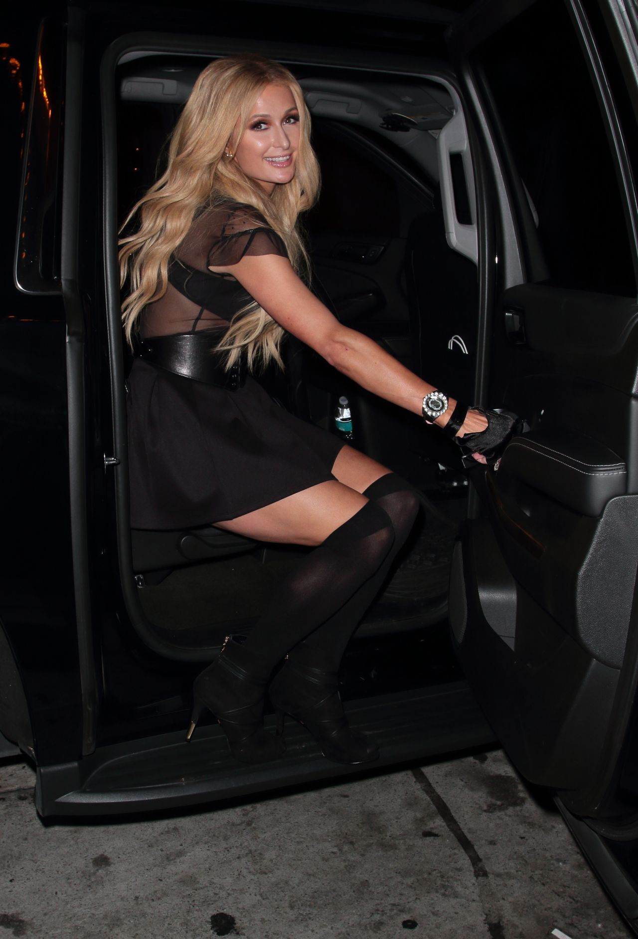 Celebs caught pantyless! Pics Celebs caught pantyless! Paris hilton getting out of car photo