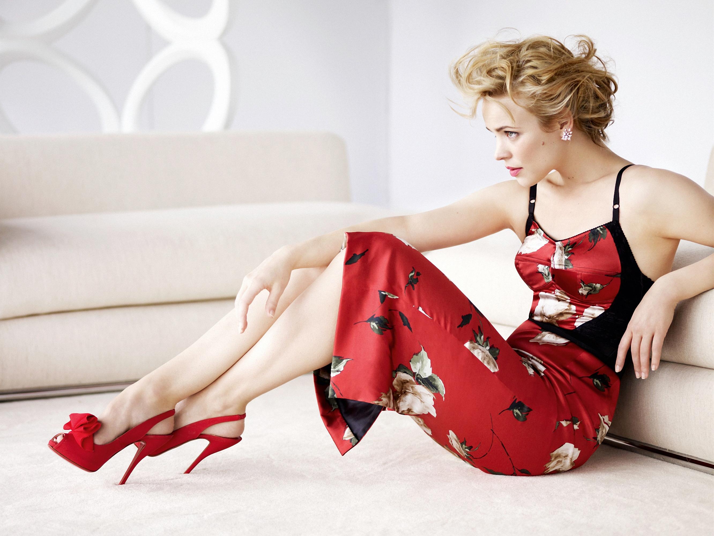 Фото девушка в красных туфлях 2 фотография
