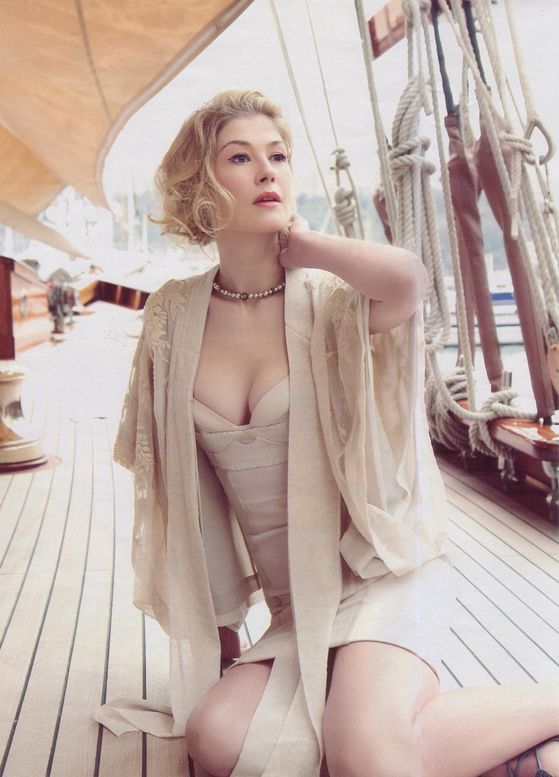 Rosamund Pike photo #300600