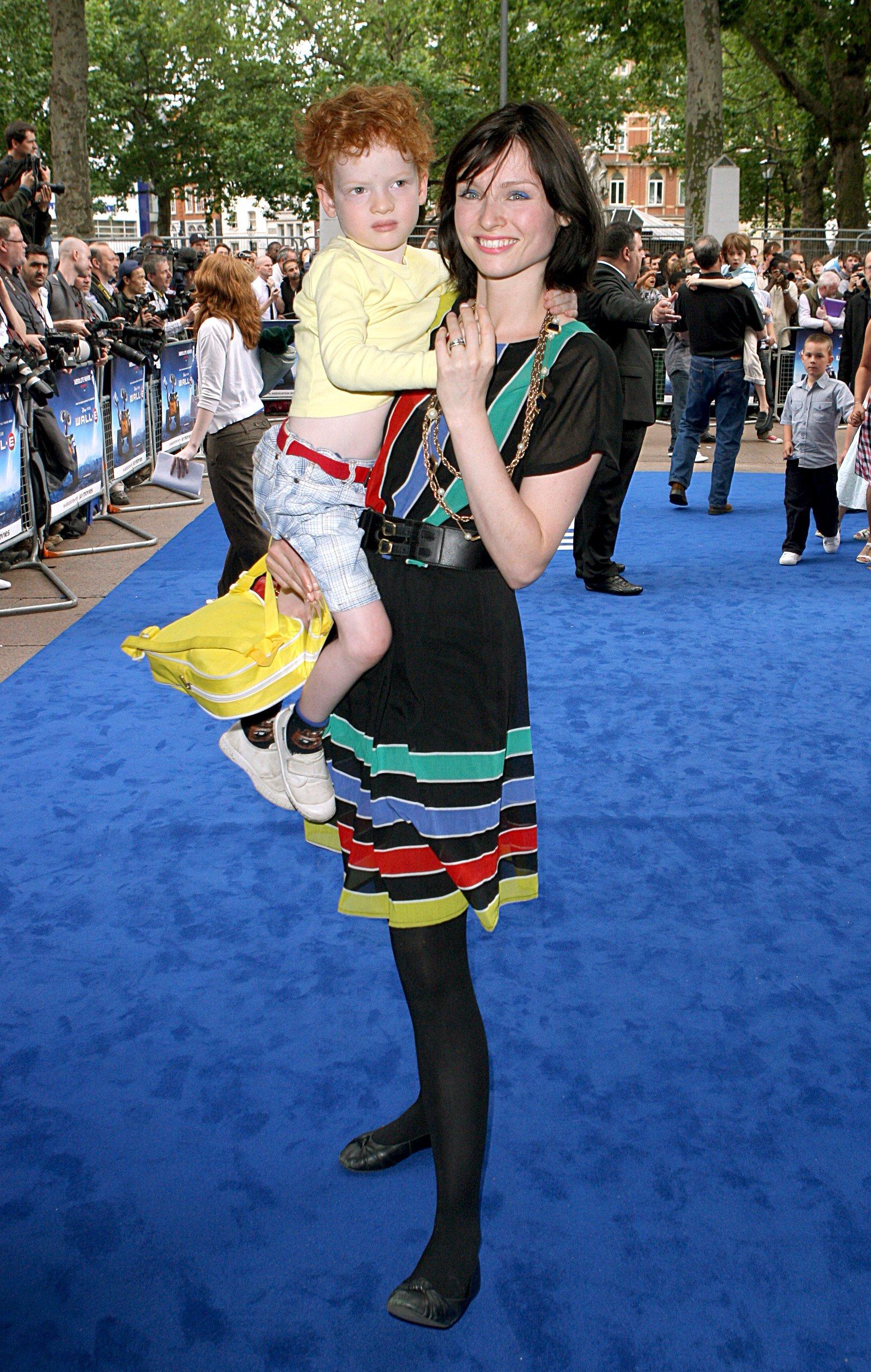 Эллис и ее сын 9 фотография
