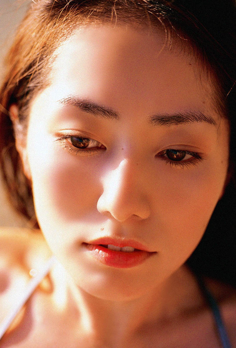 Tani Momoko photo gall...