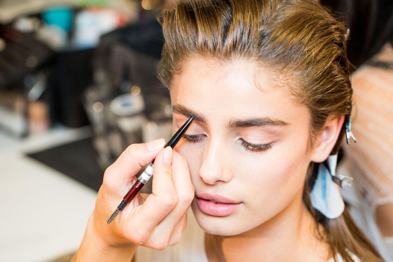 Makeup artist makeup