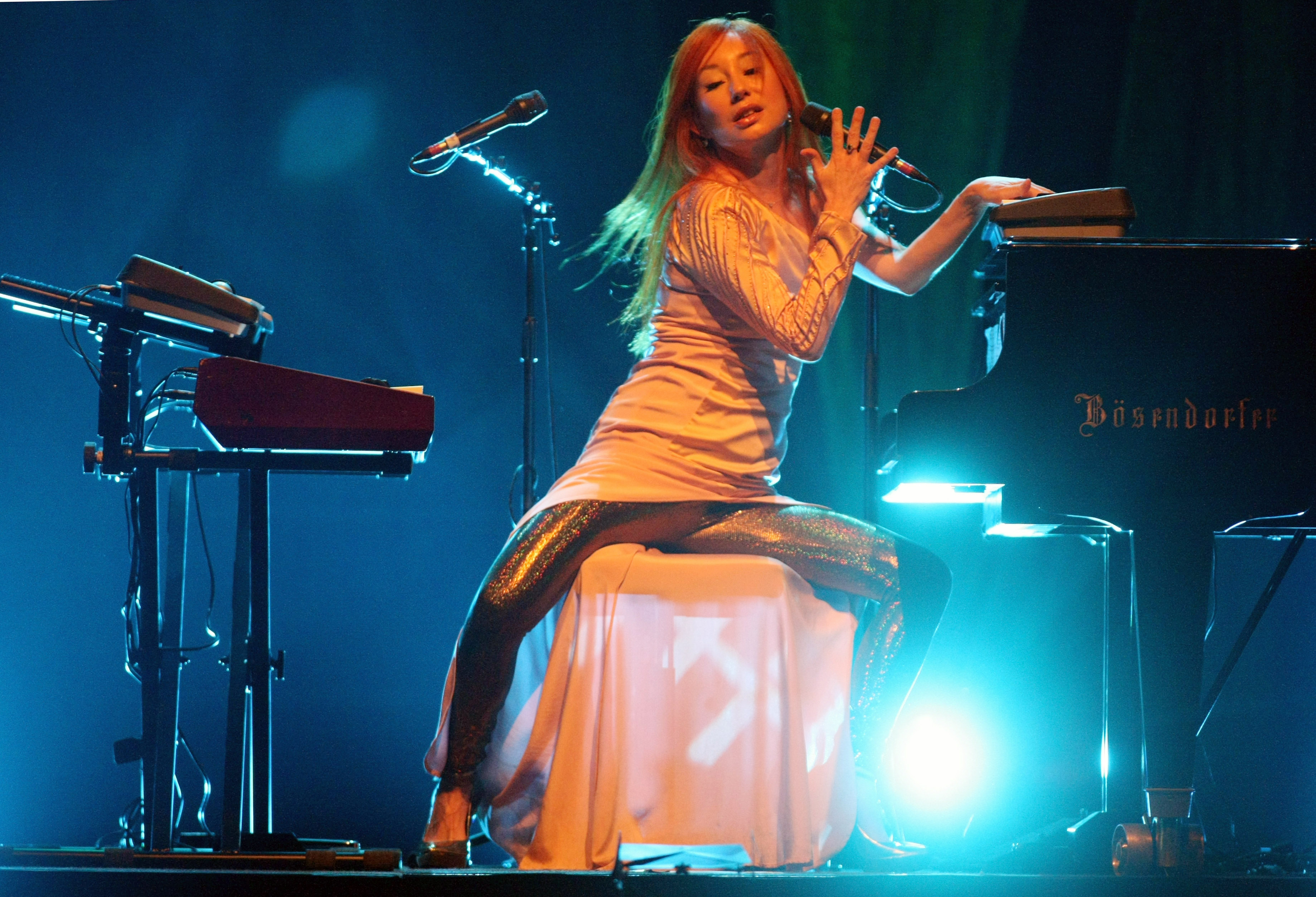picture of Tori Amos preformance on stage at Cricus Krone 2009